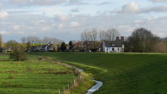 Oud Empel, ingeklemd tussen Maas, A2 en Den Bosch