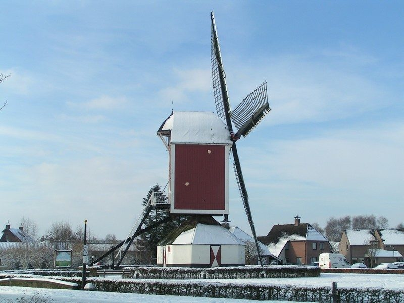 Standerdmolen De Korenbloem maar nu in de winter