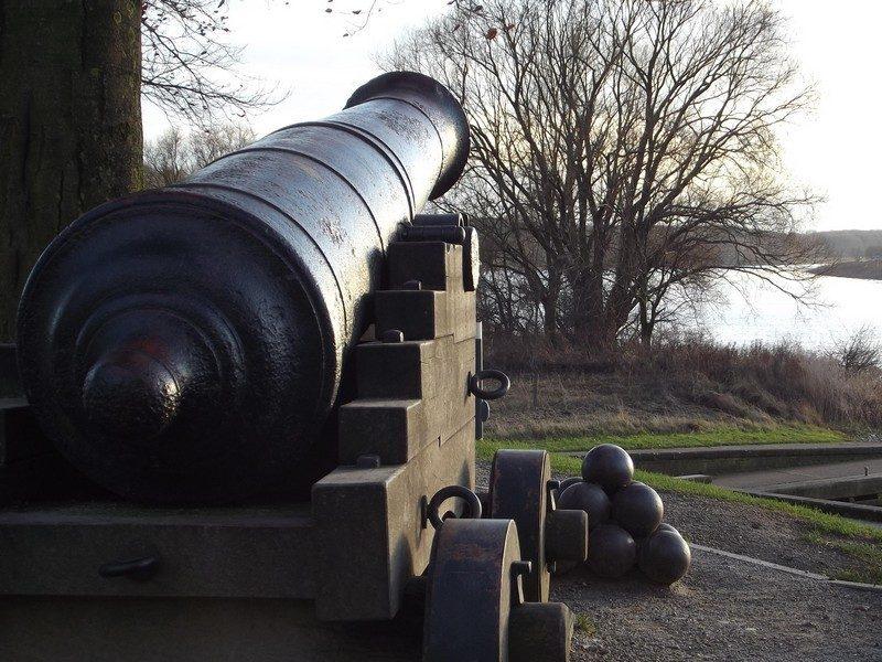 Kanon bij de Schanstoren