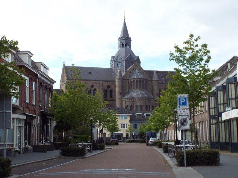 Petruskerk tegenwoordig in gebruik als bibliotheek