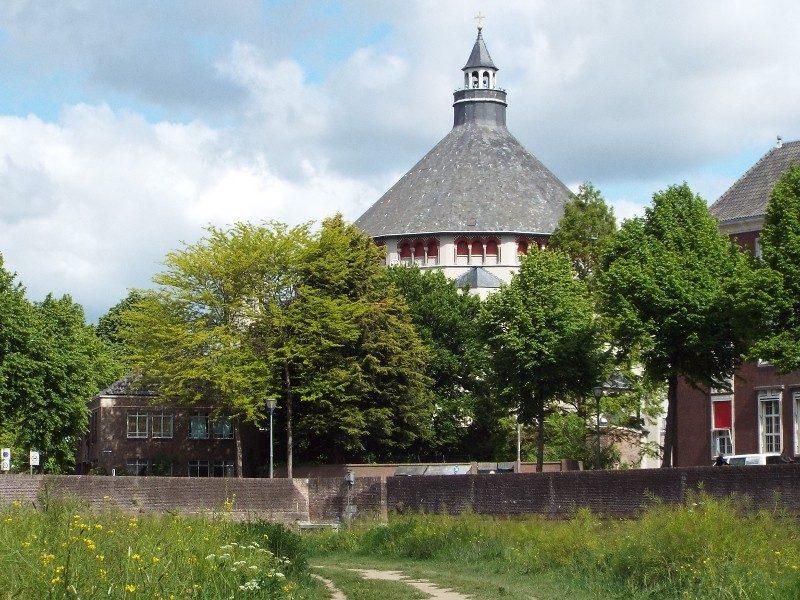 Sint-Cathrienkerk gezien vanuit het Bossche Broek