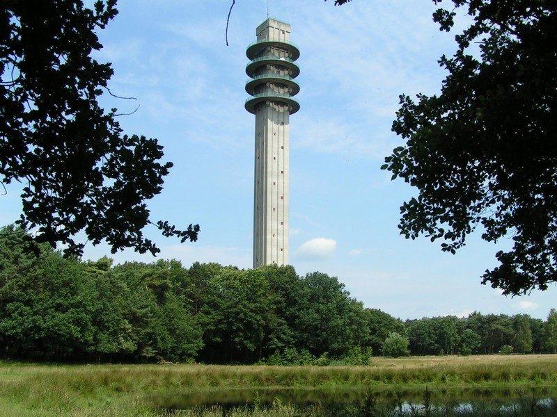 De 128 meter hoge mediatoren