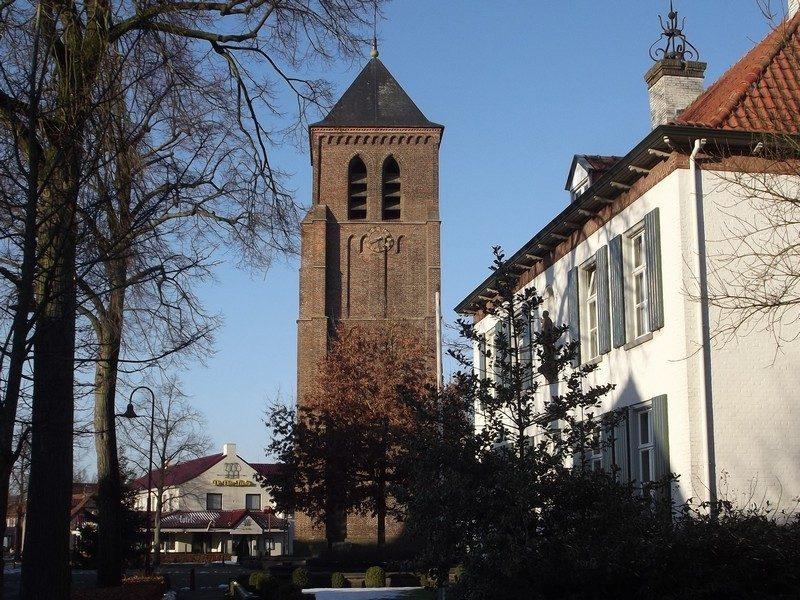 De Oude toren van de in 1958 gesloopte kerk