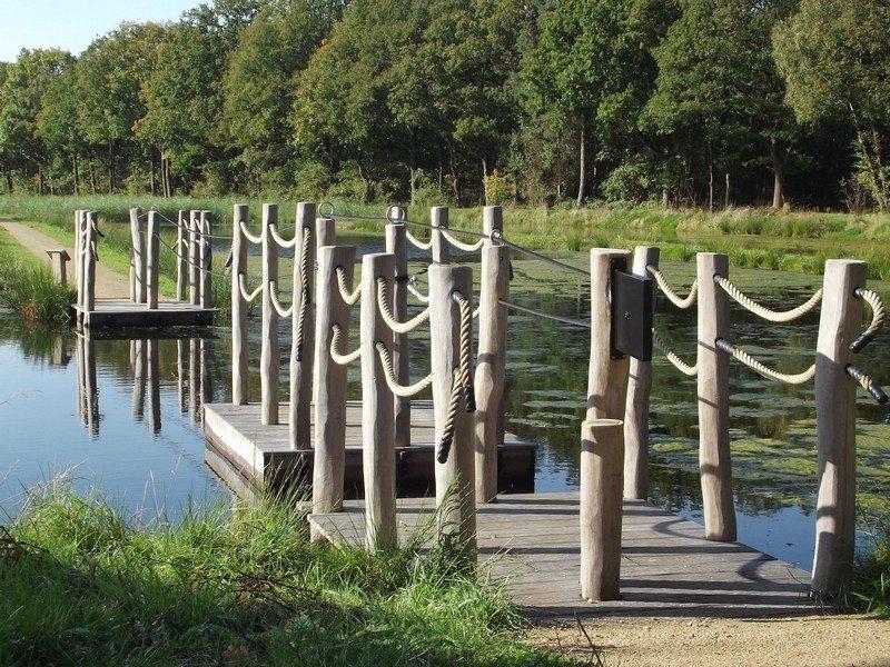 Trekpontje op waterpark Soerendonk