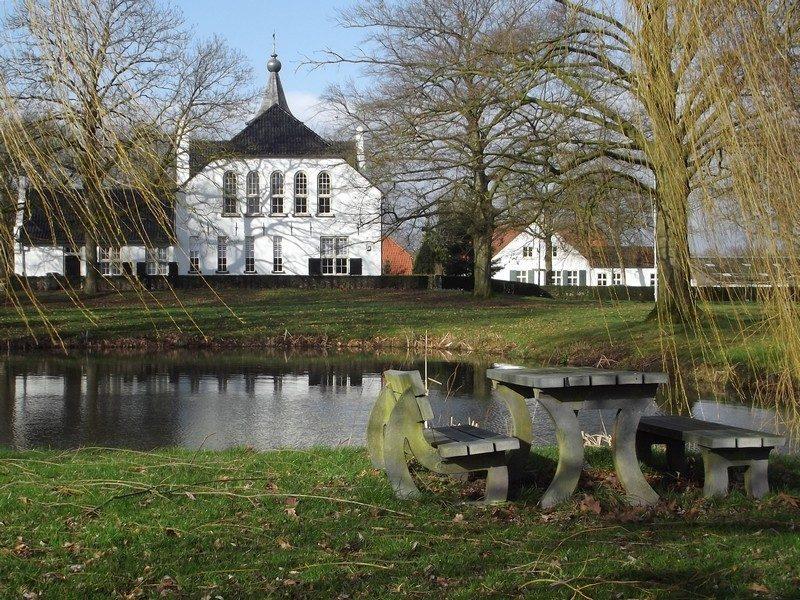 Achterzijde van het kasteeltje Cranendonck, mooie pauze plek