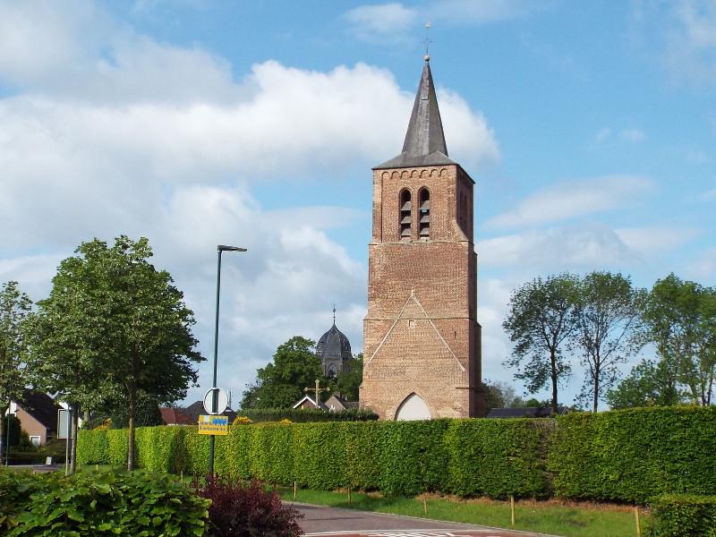 Kerktoren dateert uit omstreeks 1400