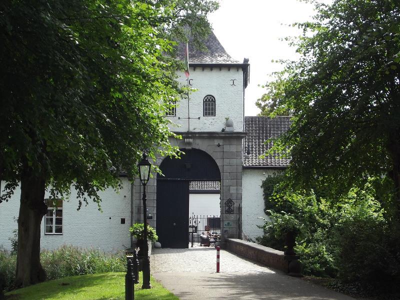 Poortgebouw bij kasteel Daelenbroeck