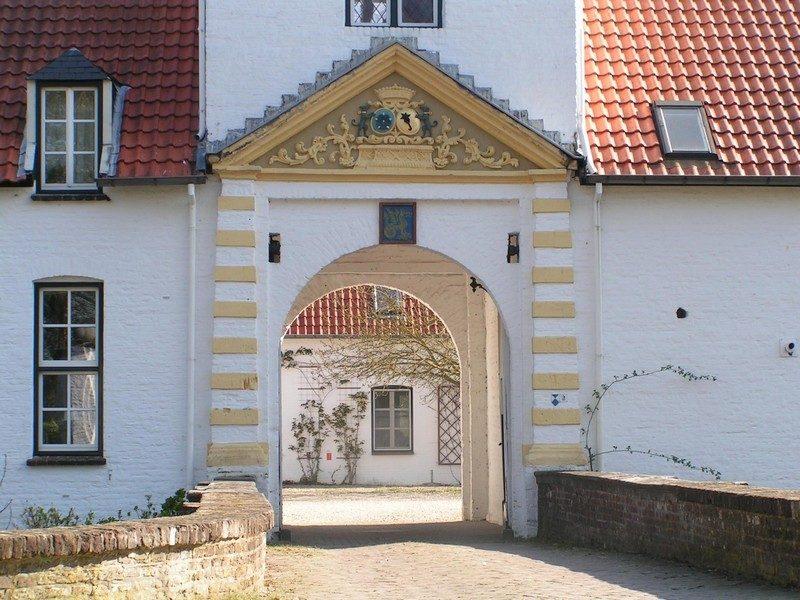 Poortgebouw van kasteel Nieuwenbroeck