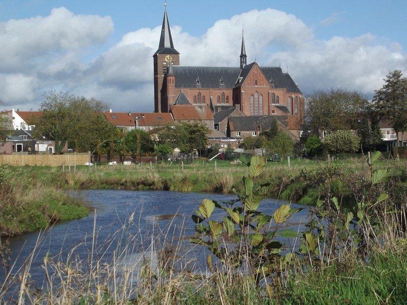 De kerk van Neer gezien vanuit het beekdal