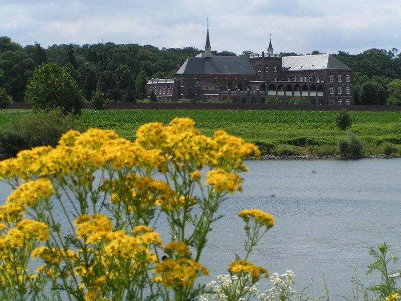 Zicht op kloosters bij Steyl