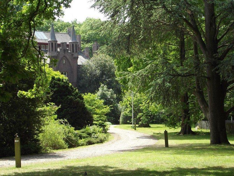 Oprijlaan naar het kasteel Aerwinkel
