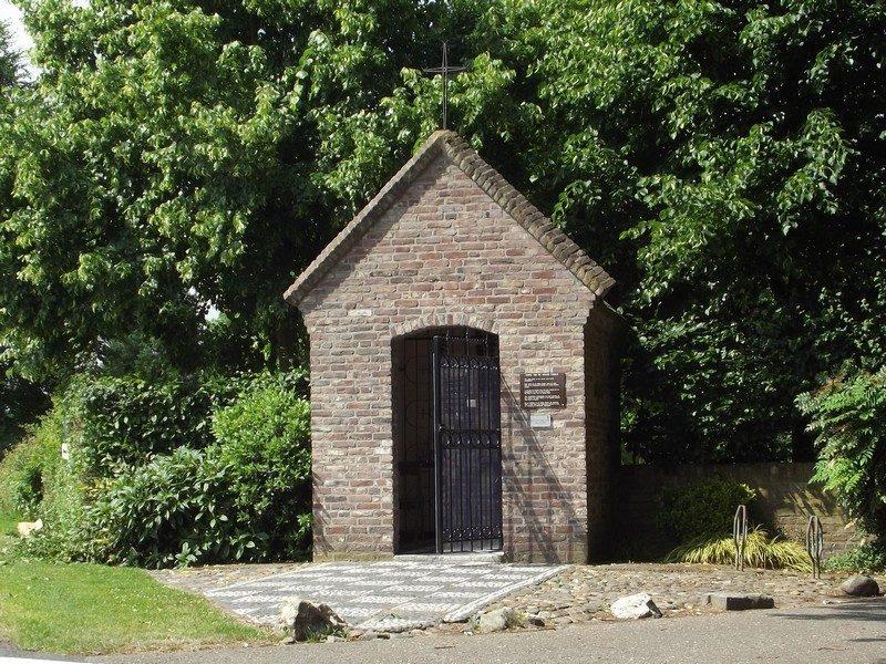 Kapelletje in omgeving van kasteel de Raay