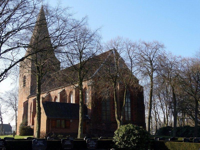 Achter de Nicolaaskerk in Onstwedde