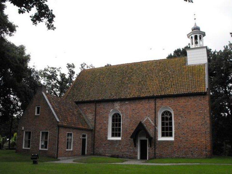 De ingang van de 14de eeuwse NH-kerk