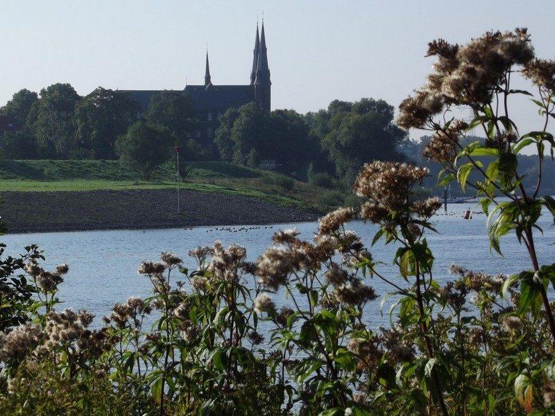 Zicht op klooster bij Steijl
