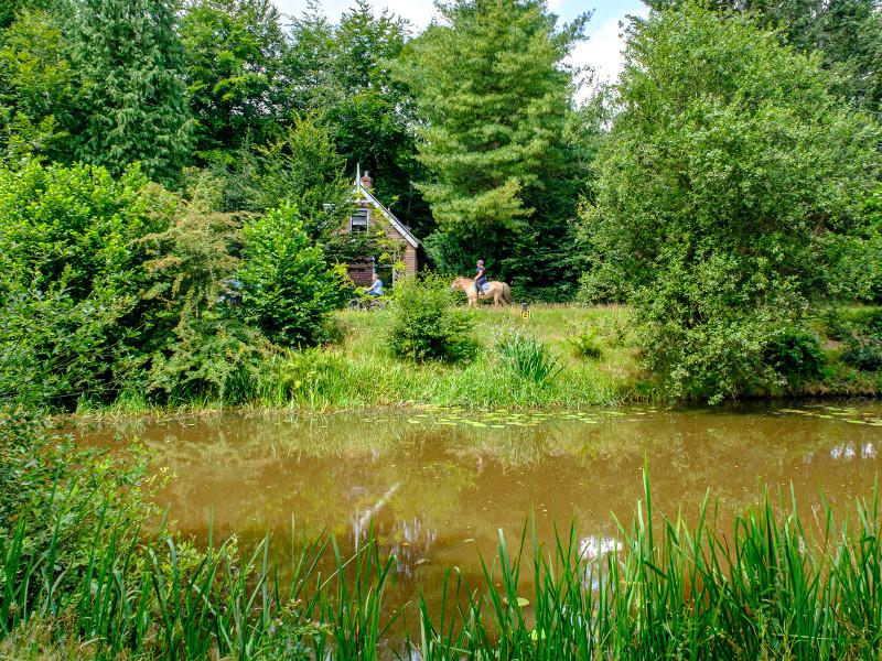 Een sluiswachterswoning langs het kanaal