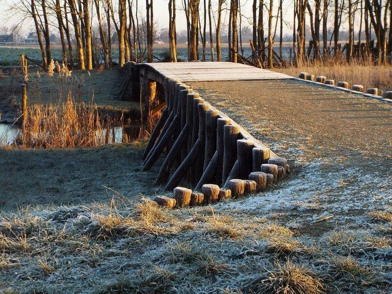 Replica van houten beekbrug uit de Romeinse tijd