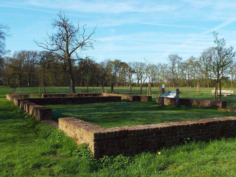 Fundament van boerderij in de landbouwenclave Balsvoort