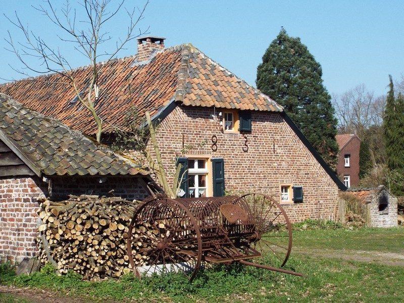 Oude boerderij aan Op Den Bergen