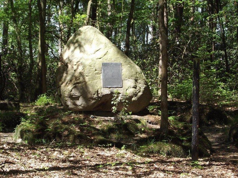 Gedenksteen bij fusilladeplaats