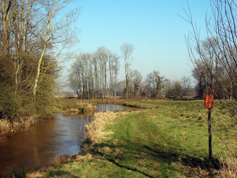 Pad langs de Ruiten Aa in Wessinghuizen