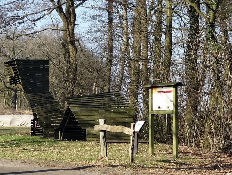 Een bijzondere zitbank in Wessinghuizen