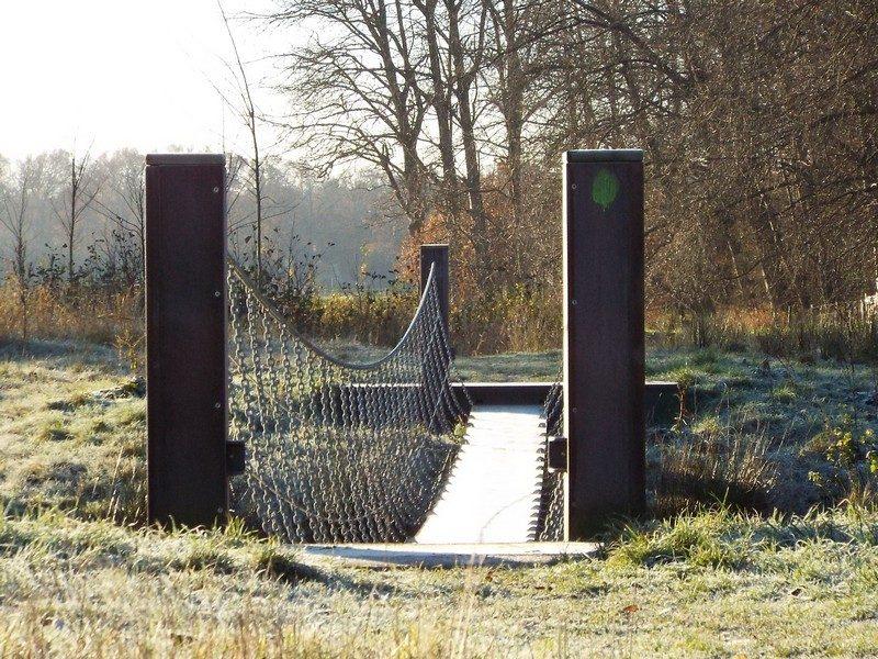 Spannend hangbrugje over de Essche Stroom