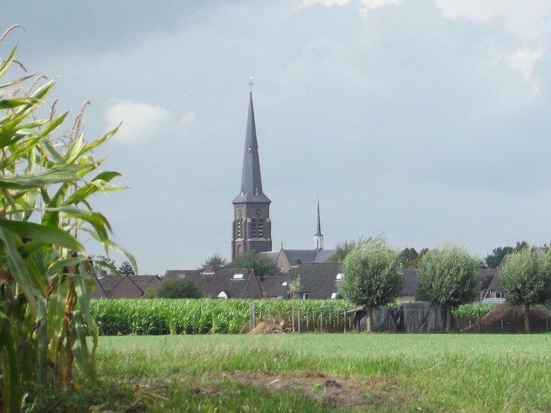 Op de terugweg, de kerktoren van Liempde