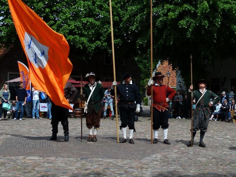 17de eeuwse piekeniers midden op het plein
