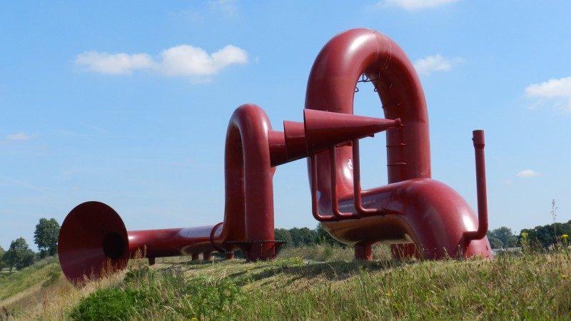 Het kunstwerk langs de A50.
