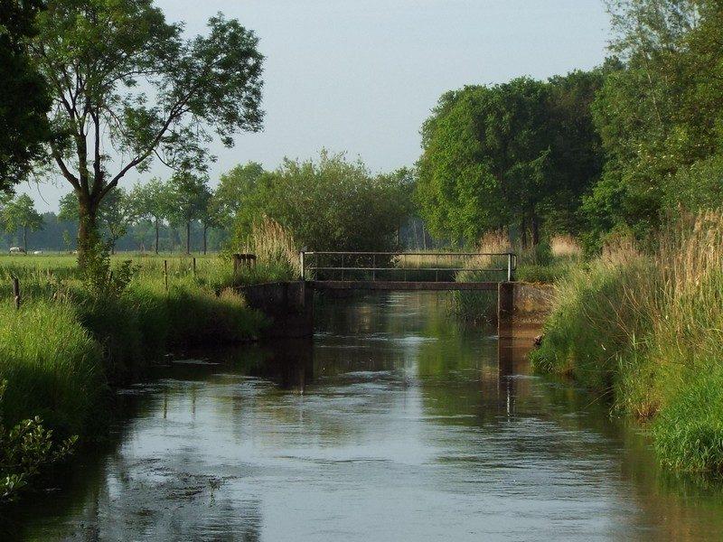 Stuw in het riviertje de Dommel