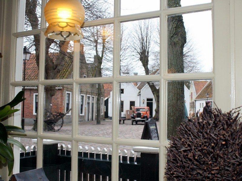 Het marktplein vanaf 's Lands Huys
