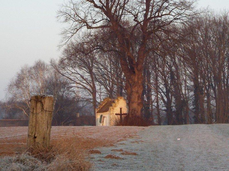 Bakhei's kapelletje in een winters ochtend zonnetje