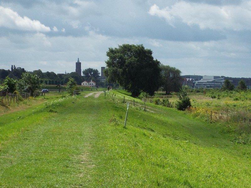 De Maascorridor met in de verte Venlo
