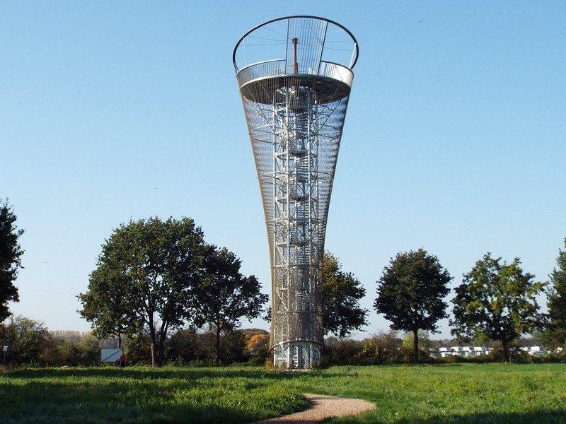 25m hoge uitkijktoren bij de Maas