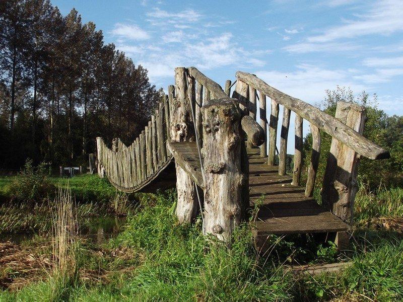 Hangbrugje over de Beerze