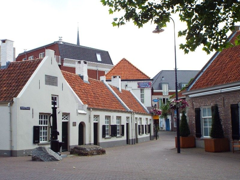 Karakteristieke witte huisjes in centrum