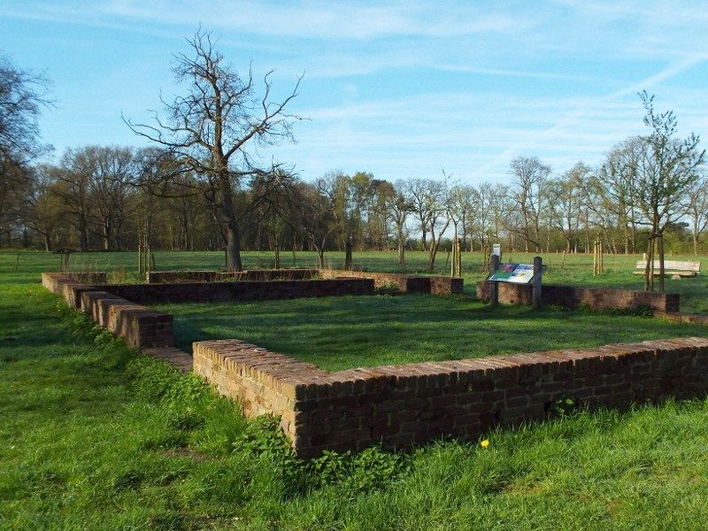 Fundament van boerderij in Balsvoort enclave