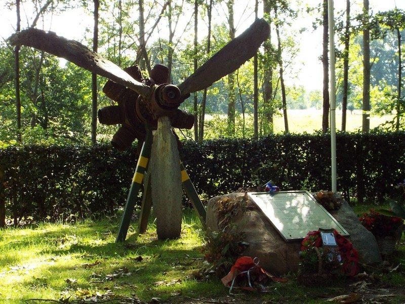 WOII monument, ter nagedachtenis aan gevallen bemanningsleden