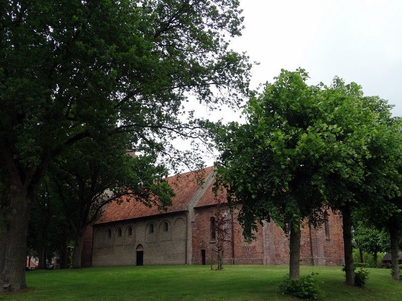 De kerk uit de 11de eeuw op de brink in Anloo.