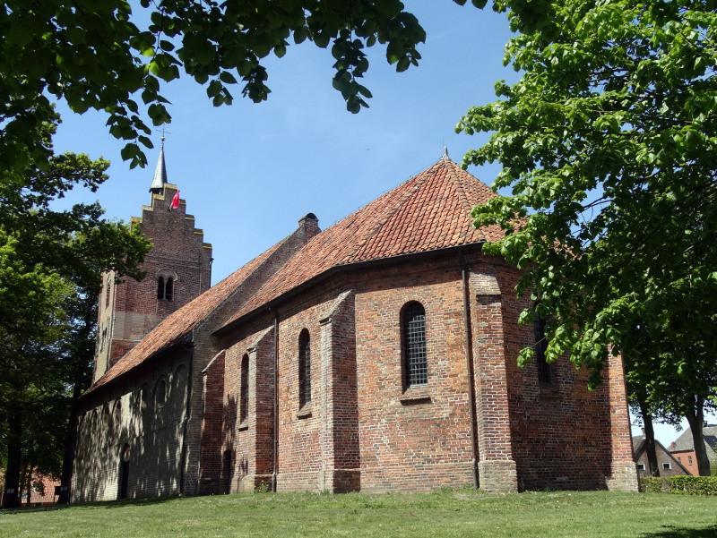 De Magnuskerk met de bijzondere toren