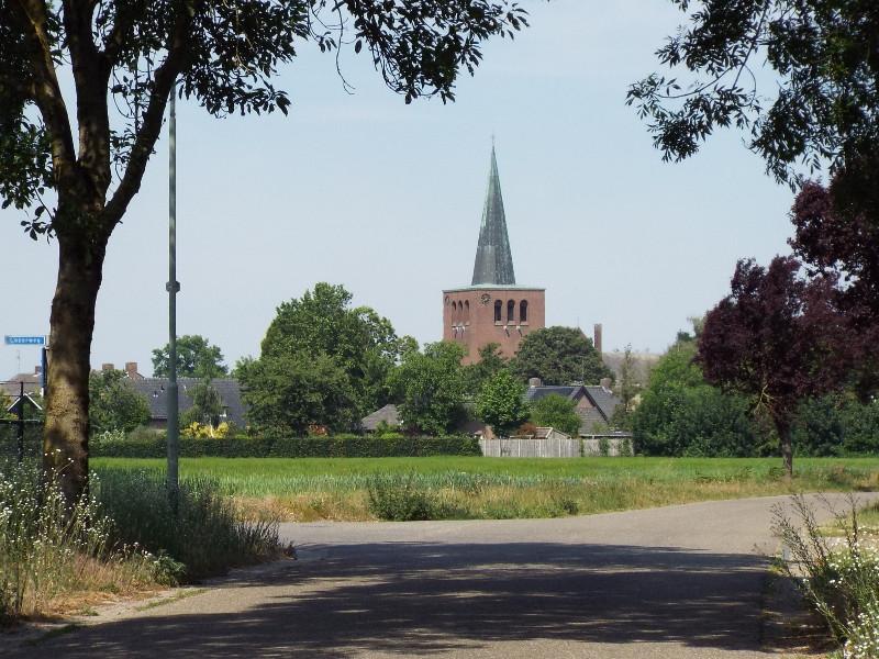 In de verte de kerk van Baexem