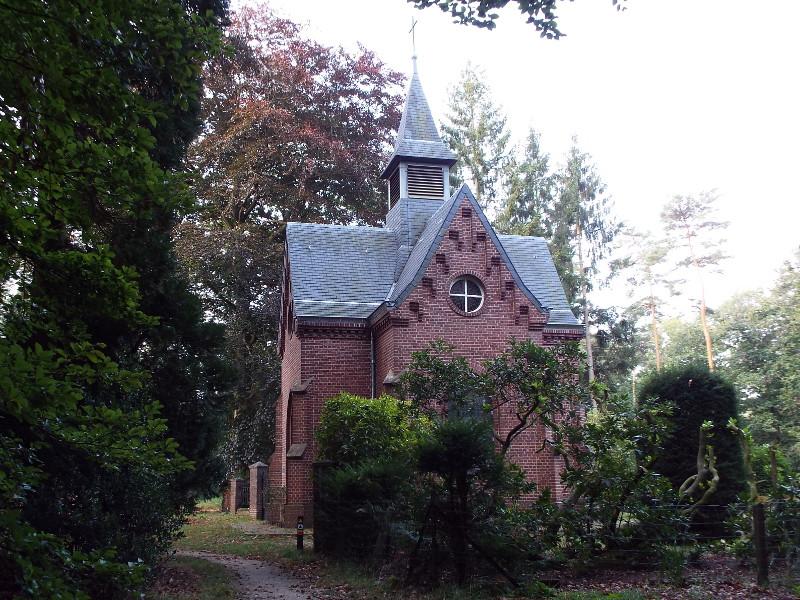 Kapel met begraafplaats bij voormalig Franciscaner klooster
