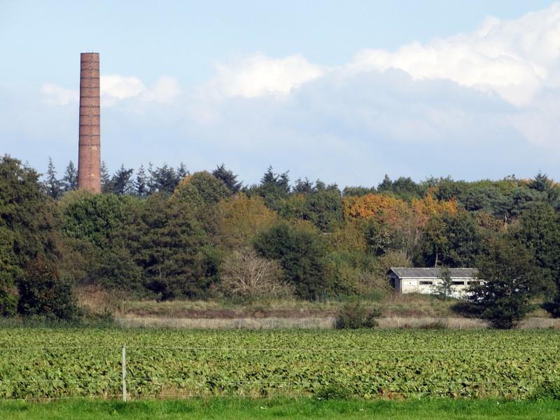 De schoorsteen van de oude AVEBE-fabriek