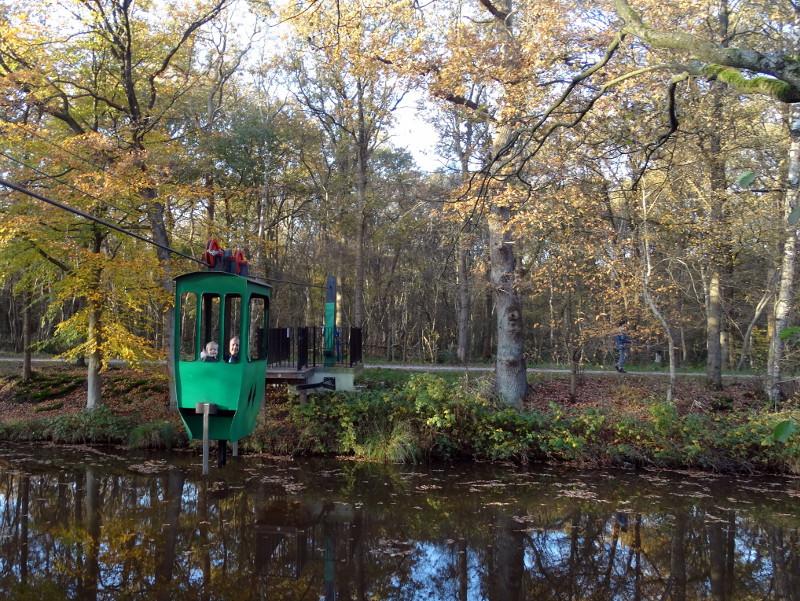 De tweepersoons kabelbaan over het Ruiten Aa-kanaal