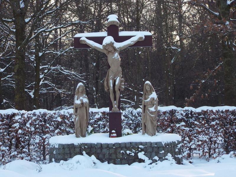 Kruisbeeld in omgeving missieklooster Heilig Bloed